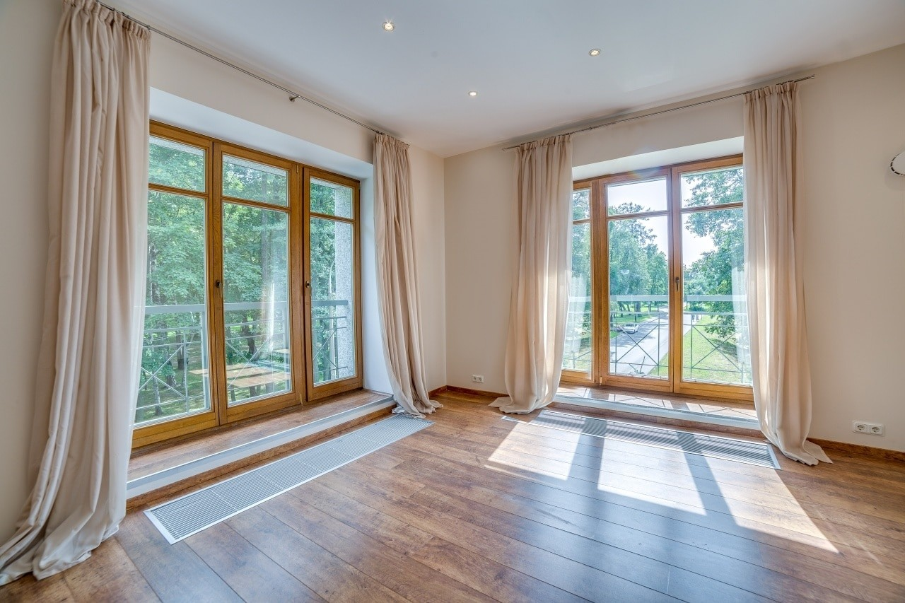 Окна в загородный дом и в коттедж